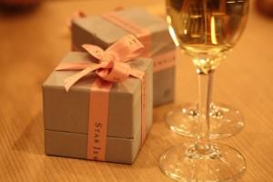 結婚式での両親へのプレゼントを探す時のポイント