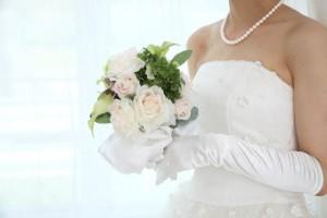 結婚式の受付を手伝ってもらう友人に払うお礼の相場は?