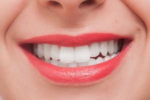 重曹歯磨きがブーム!そのホワイトニング効果と危険性