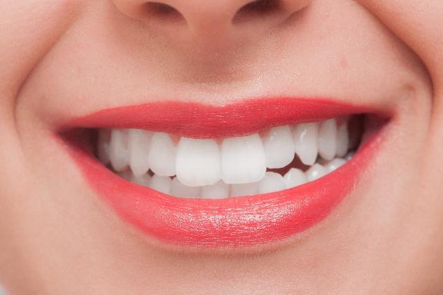 食後すぐの歯磨きは要注意!一番良い時間とタイミングとは?