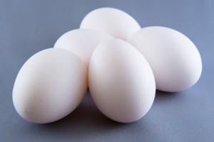 卵と玉子の違いをわかりやすく解説します