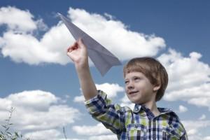 紙飛行機 よく飛ぶ折り方を紹介したおすすめ動画集
