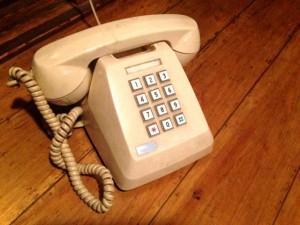 間違い電話が多い人必見! 考えられる理由と対策法