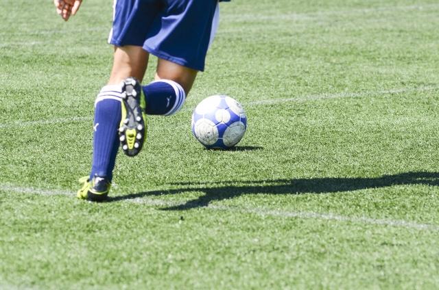 サッカーとフットボールの違いは?歴史と呼び方の関係もわかりやすく解説します